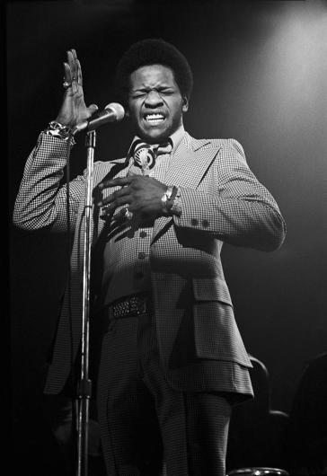 Al Green performing hand raised eyes closed singing NEW YORK CITY, 1972
